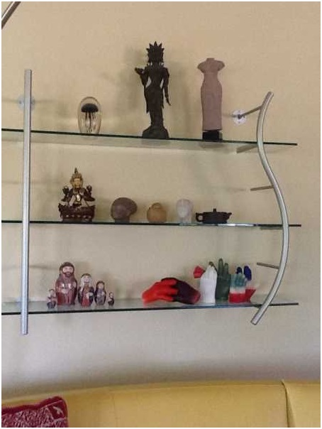 Use-of-Collectibles-in-Living-Room