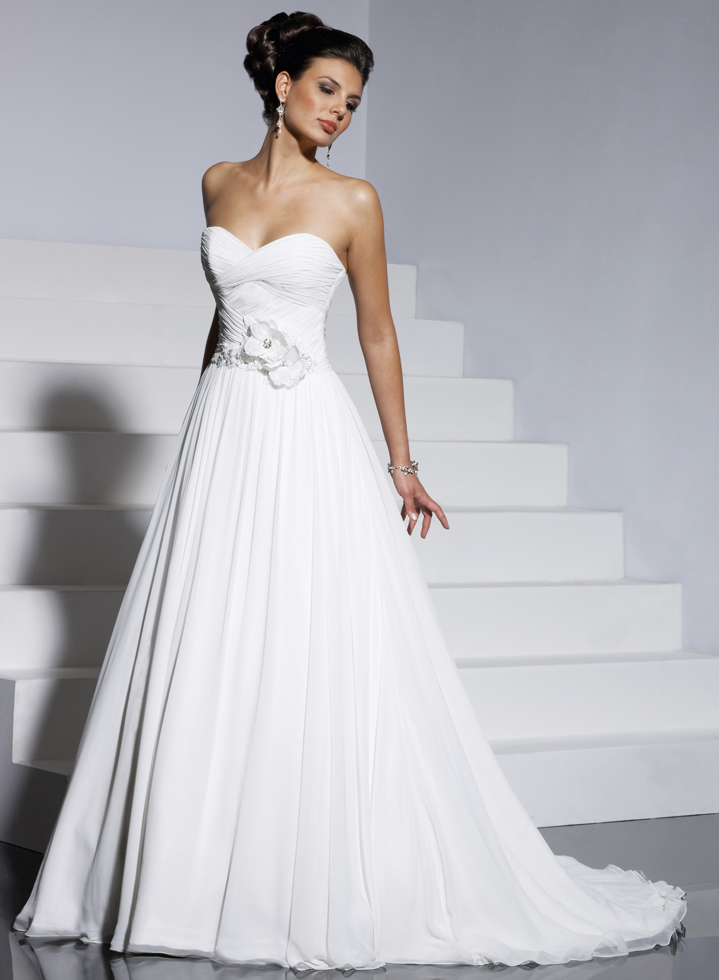 The silhouettes of wedding dresses how to choose a dress for A line style wedding dresses