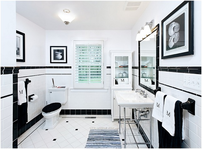 Black And White Photos In Bathroom